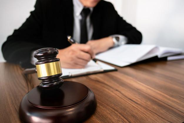 Юристы и адвокаты по уголовным делам