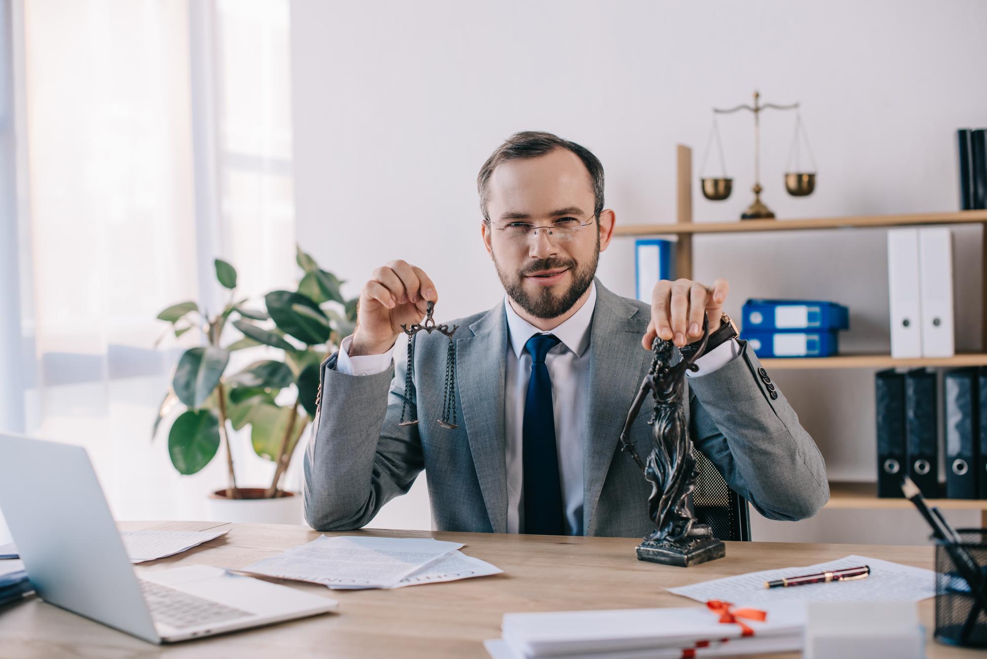 Адвокат, юрист по задолженности в Москве и РФ, консультация юриста по долгам