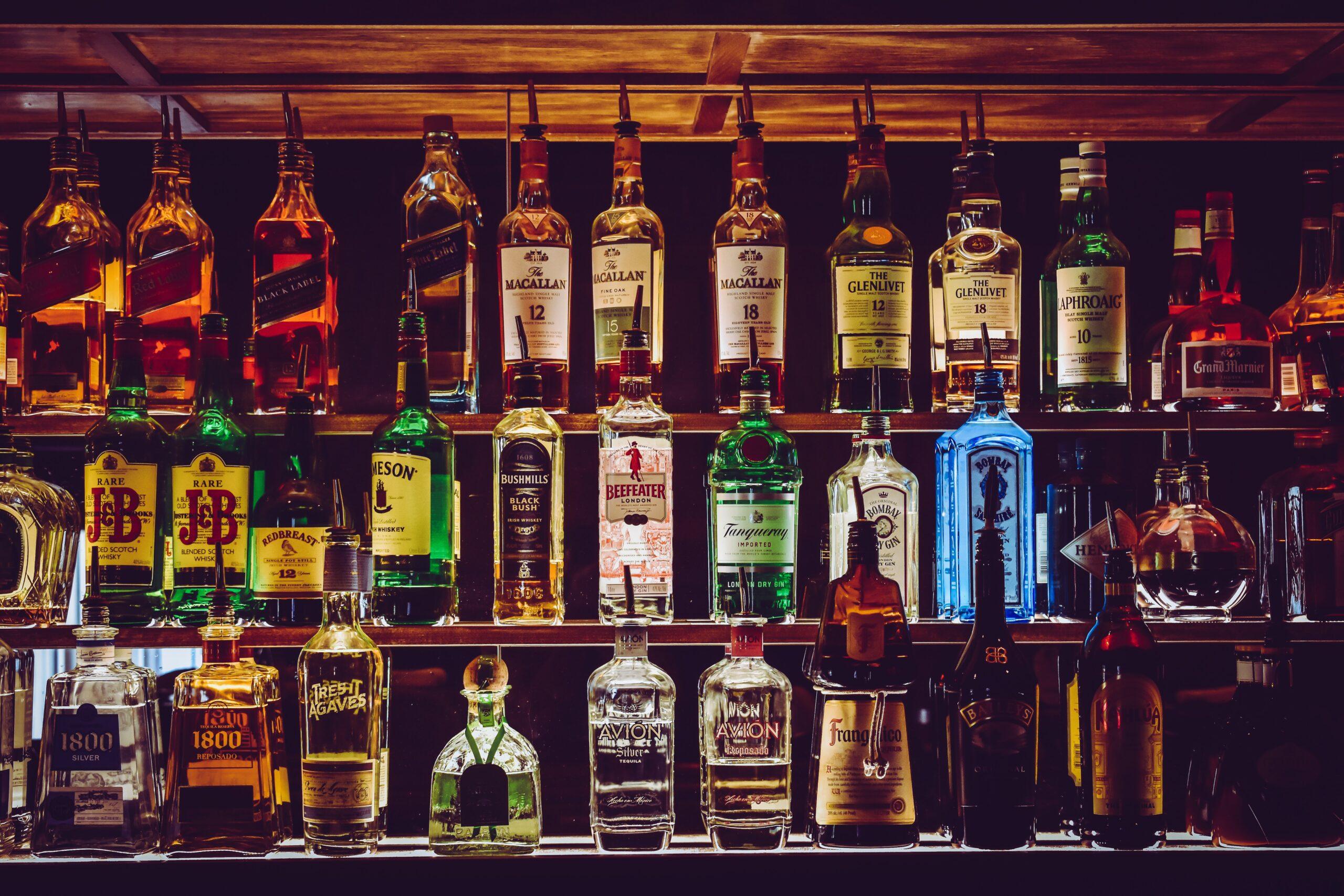 Адвокат по статье 171.3 УК РФ Незаконные производство и оборот этилового спирта, алкогольной и спиртосодержащей продукции, стоимость услуг адвоката