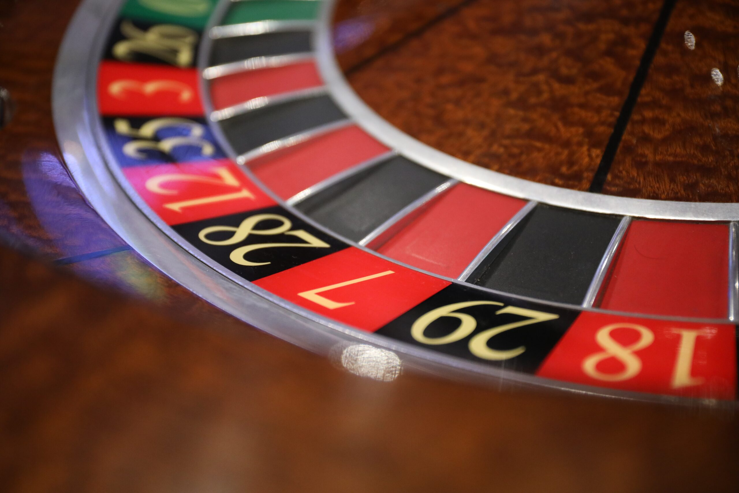 Адвокат по статье 171.2 УК РФ Незаконные организация и проведение азартных игр в Москве и РФ, стоимость услуг адвоката