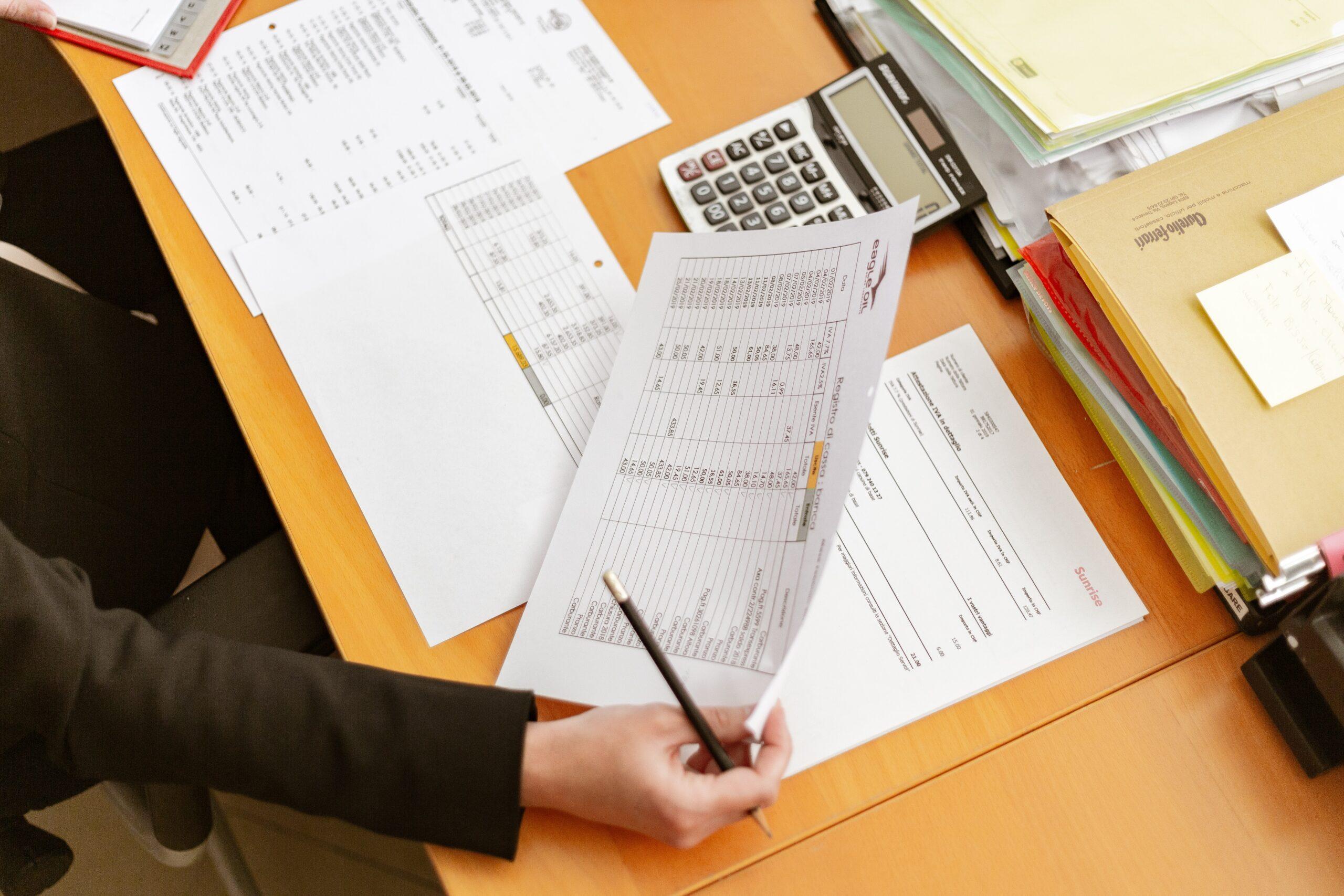 Адвокат по статье 172.1 УК РФ Фальсификация финансовых документов в Москве и РФ, стоимость услуг адвоката