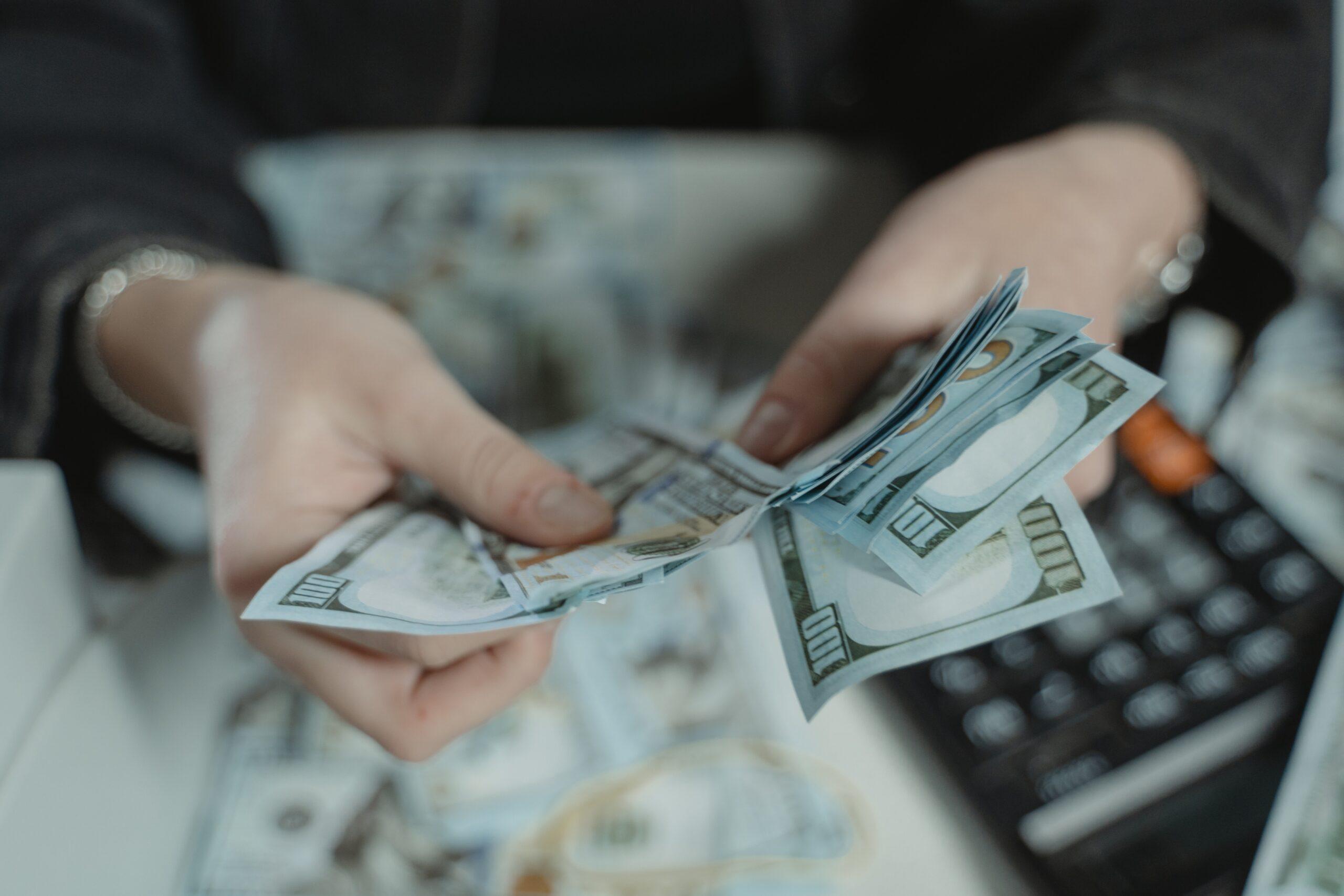 Адвокат по статье 176 УК РФ Незаконное получение кредита в Москве и РФ, стоимость услуг адвоката