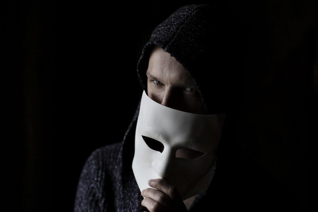 Адвокат по статье 242 УК РФ Незаконные изготовление и оборот порнографических материалов в Москве и РФ, стоимость услуг адвоката